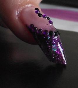ongle en R�sine violet