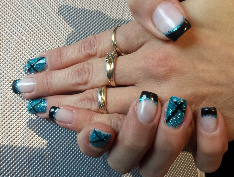 ongle bleu turquoise paillette